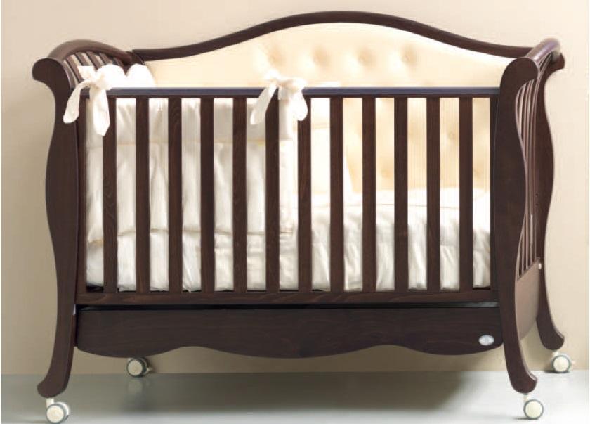 Материал, из которого изготовлена кроватка.