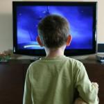 От чрезмерного просмотра ТВ ребенок слабеет