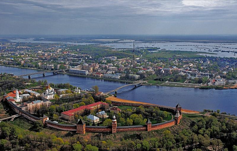 Жителям Новгородской области, решившим завести более двух детей, с 1 января 2013 года ежемесячно будет выплачиваться по 7 тыс. рублей из бюджета региона, сообщает пресс-служба администрации области.