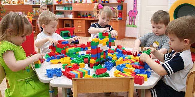 Средний возраст для ребенка, начинающего ходить в детский сад, — примерно 2,5 года.