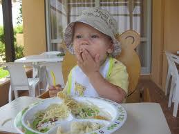 Приучение ребенка к общему столу