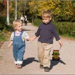 Беседовать с детьми о моральных нормах