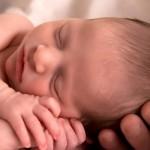 Зубки малыша беспокоят при грудном вскармливании