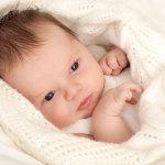Пеленать или не пеленать новорожденного?