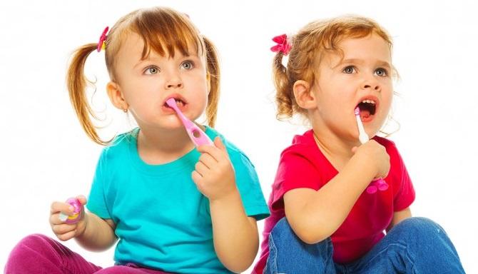Как научить ребёнка чистить зубы