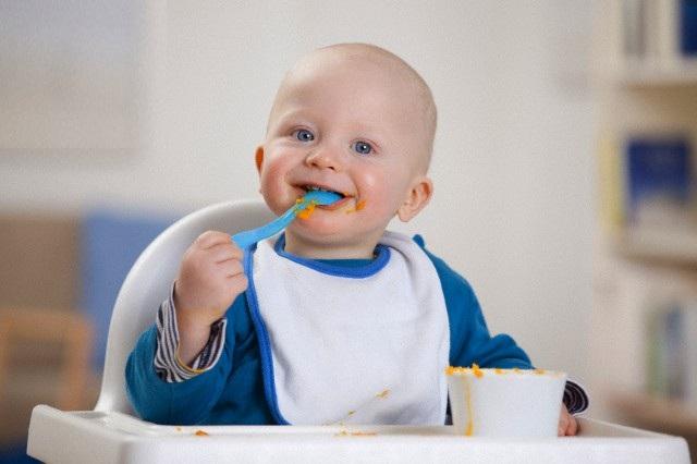 Когда ребенок готов к первому прикорму