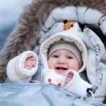 Зимние прогулки: как защитить кожу малыша в холодное время года