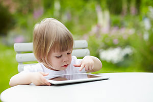 Гаджеты ухудшают способность детей распознавать чужие эмоции