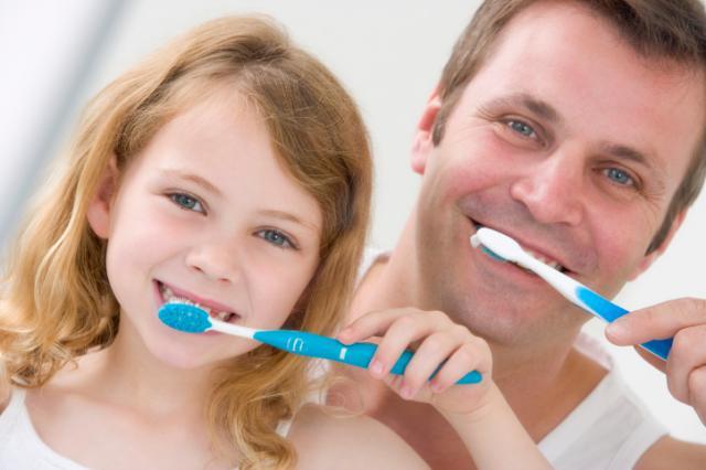 Почистили зубы? Чистим язык!