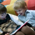 Планшеты сдерживают социальное развитие детей