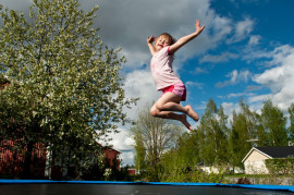 Несколько веских причин для покупки детям домашнего батута