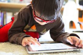 Гаджеты мешают детям общаться и учиться