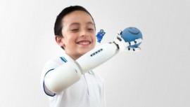 Колумбийский дизайнер создал для детей LEGO-протезы