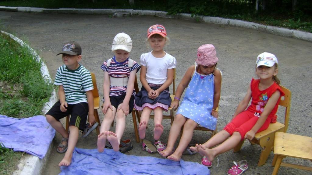Закаливание детей дошкольного возраста (босохождение)