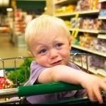 Ребенок истерит в магазине. Что делать?