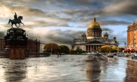 В Петербурге увеличены выплаты семьям, взявшим на воспитание детей-сирот