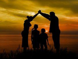 Дети во время игр часто повторяют поведение своих родителей