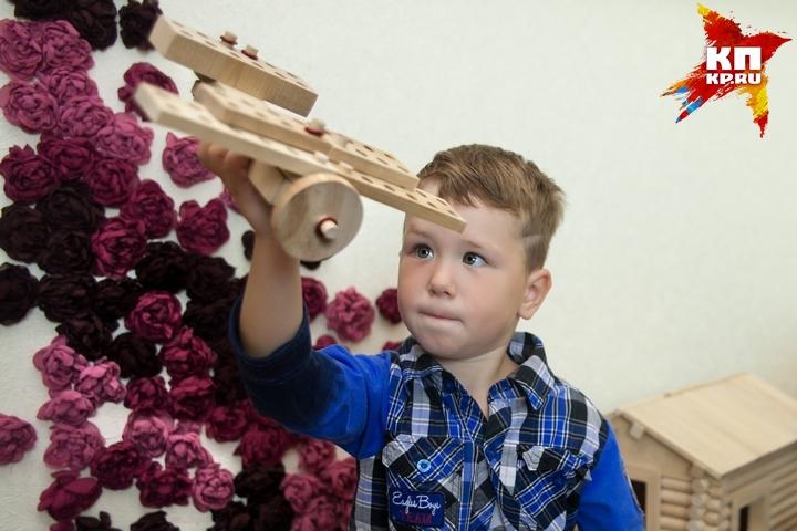 В кузбасском селе начали делать березовые игрушки