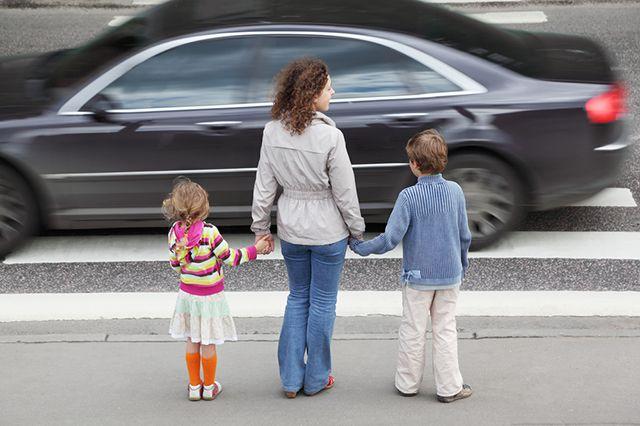 Как защитить ребенка на дороге