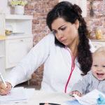 Может ли женщина совмещать воспитание детей и построение карьеры?