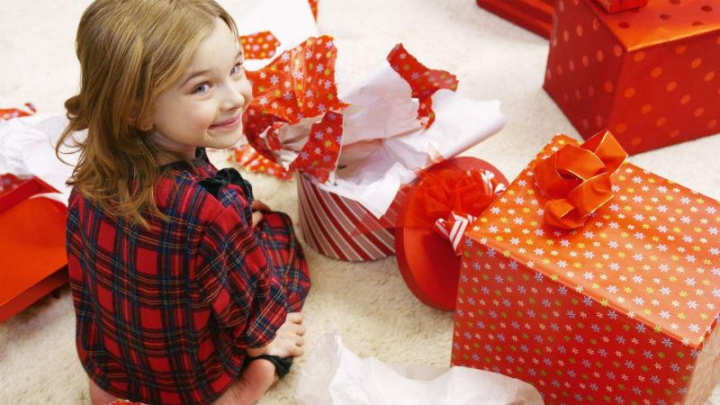 Что подарить маленькому ребенку