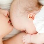 Грудное вскармливание снижает риск сердечных заболеваний и инсульта у матерей