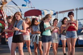 Подростки больше всего зависимы от гаджетов, но в России все не так плохо, как в других странах – исследование GfK