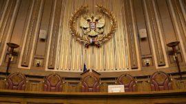 ВС РФ запретил чиновникам произвольно забирать детей у родителей