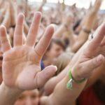 Родителей следует лишать прав за участие детей в сектах – ВС РФ