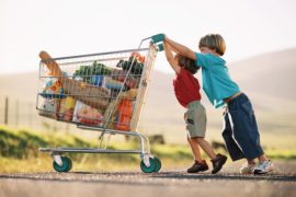 Как правильно ходить с ребёнком в супермаркет