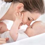Развитие у малыша хватания и манипулирования