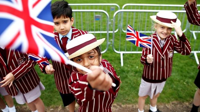 Британские школы отменяют уроки равенства из-за протестов меньшинств