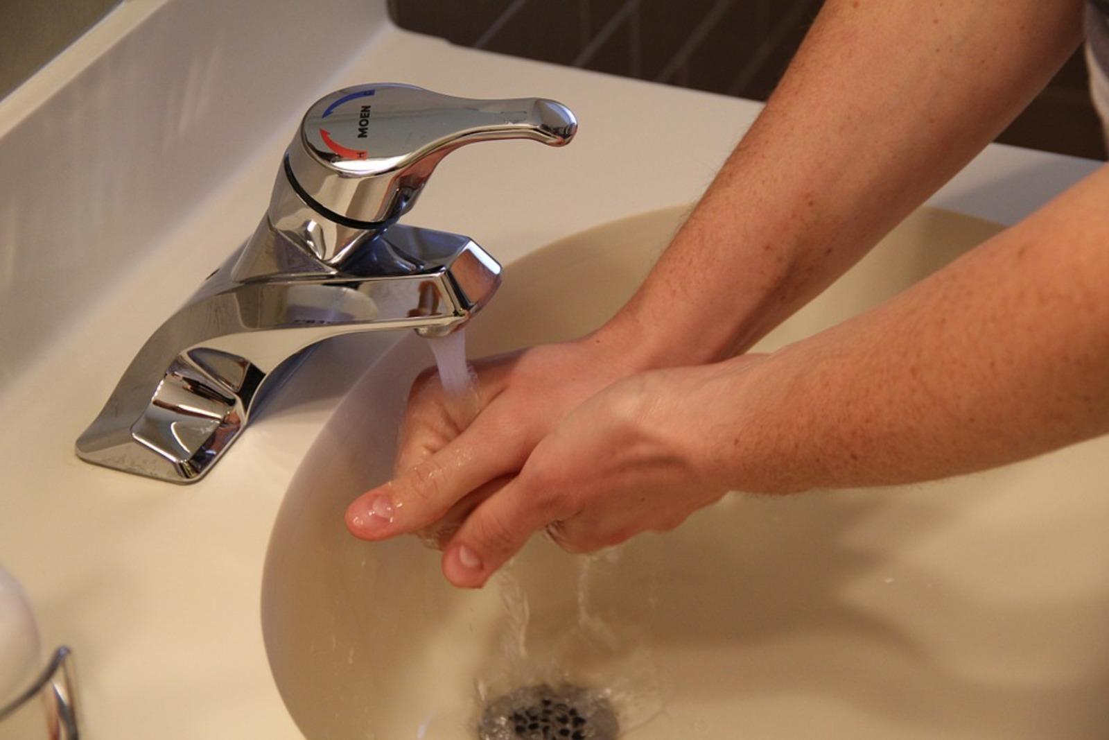 Дерматолог объяснила, почему нельзя часто мыть руки