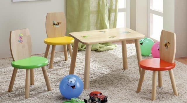 три детских стула и детский стол